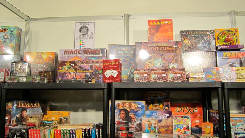 Pudimos ver el juego en las estanterías de las tiendas, rodeado de todos los juegos comerciales